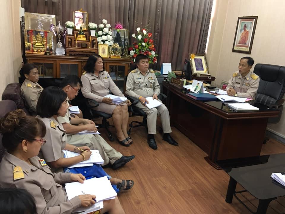 นายอนันต์ กัลปะศึกษาธิการจังหวัดกาญจนบุรี ประชุมคณะกรรมการกลั่นกรองการเลื่อนขั้นเงินเดือนข้าราชการครูและบุคลากรทางการศึกษา 1 ตุลาคม 2561 ถึง 30 มีนาคม 2562  ณ  ห้องศึกษาธิการจังหวัดกาญจนบุรี
