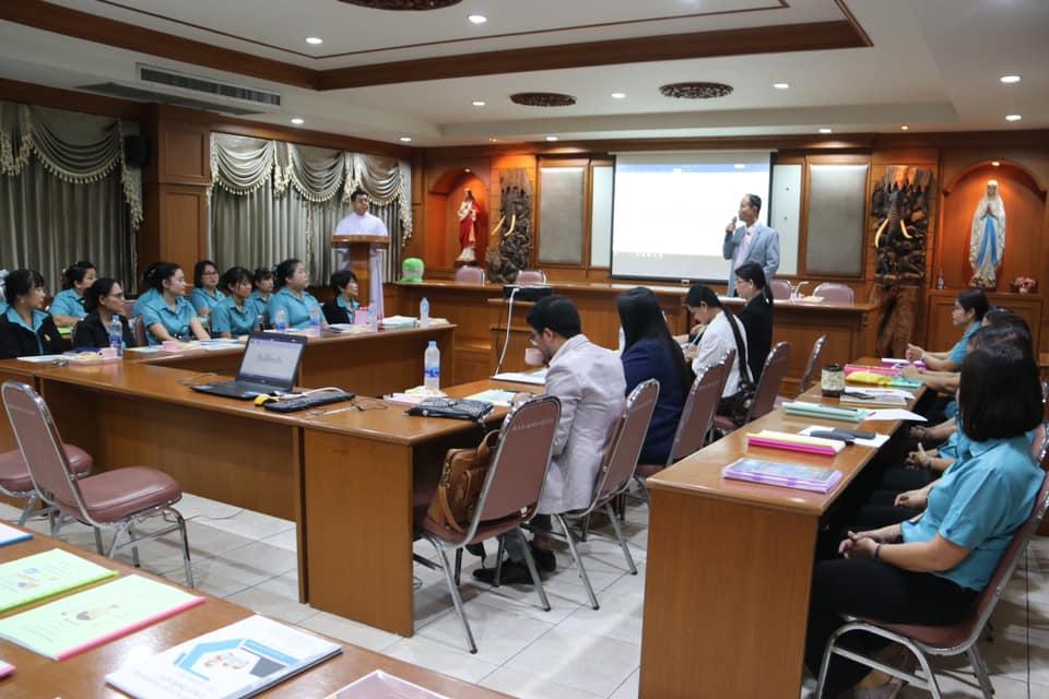 นายอนันต์ กัลปะ ศึกษาธิการจังหวัดกาญจนบุรี เป็นประธาน เปิดการนำเสนอนวัตกรรมการบริหาร และนวัตกรรมการสอนของคุณครูโรงเรียนอนุชนศึกษา ประจำปีการศึกษา 2562
