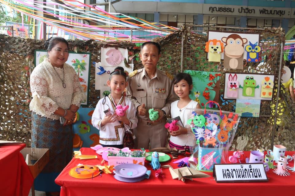 """นายอนันต์ กัลปะ ศึกษาธิการจังหวัดกาญจนบุรี ให้เกียรติเป็นประธานเปิดงาน """"มหกรรมวิชาการ เรียนรู้ของดี ตามวิถีไทย 4 ภาค"""" ประจำปีการศึกษา 2562"""